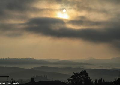 Petit matin brumeux sur la Toscane